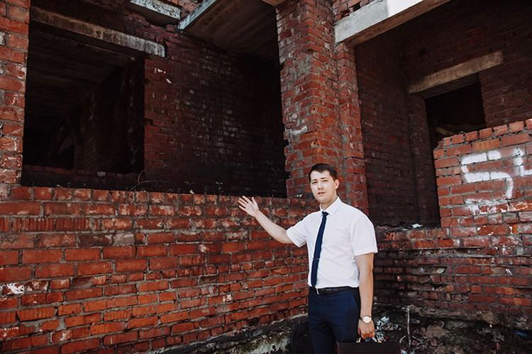 Местом преступления стал подоконник заброшенного недостроенного здания