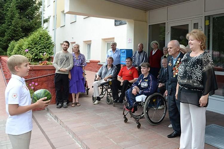 Арбузы Николай привозит в дом-интернат с 2015 года. Фото: БелТА