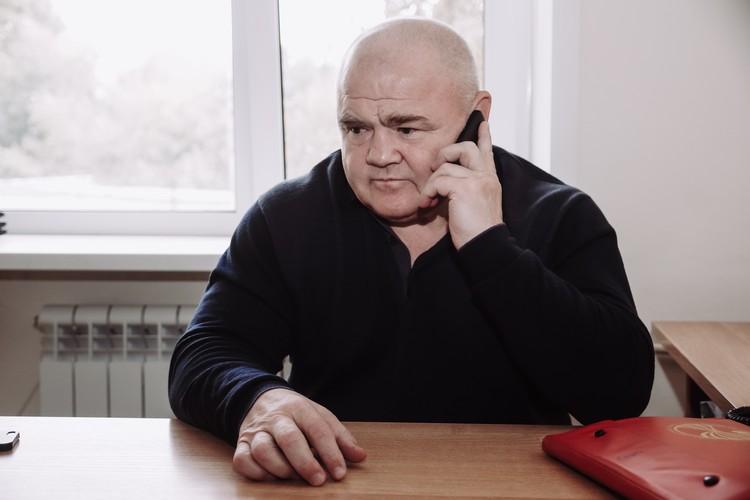 Сегодня Зверев тоже не сидит без дела, председатель совета ветеранов УР - должность ответственная и связана с большими объемами. Алексею Александровичу постоянно звонят коллеги, чтобы уточнить тот или иной момент