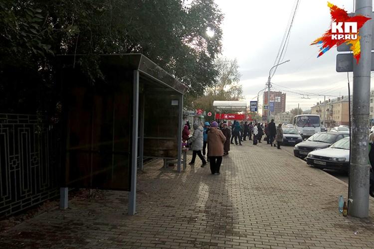 На «Краевой» автобусная остановка находится не там, где фактически останавливаются автобусы