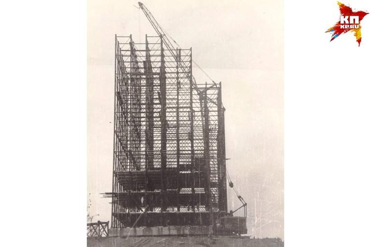Металические леса. Установка. 1963 г. Фото: Музей-заповедник «Сталинградская битва».