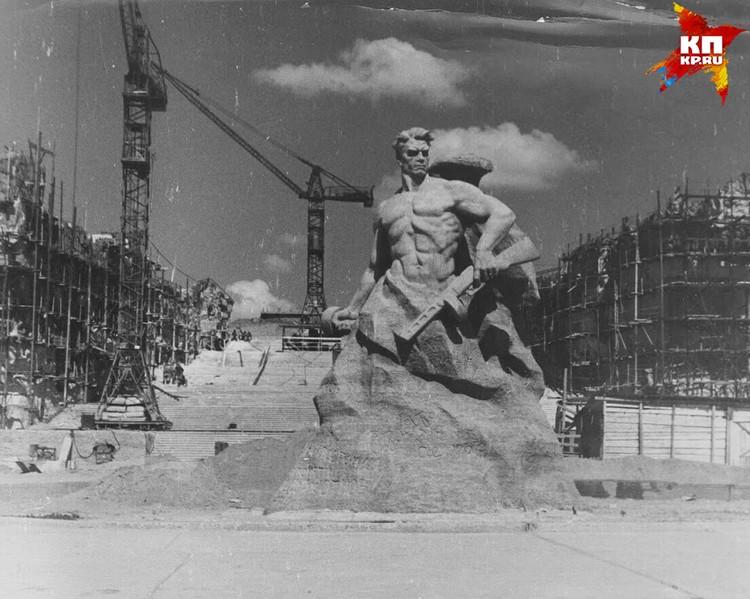 Первой на Мамаевом кургане появилась скульптура «Стоять насмерть». Фото: Музей-заповедник «Сталинградская битва».