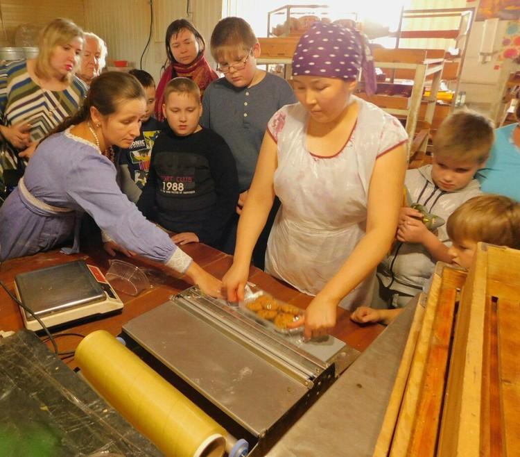 Очень часто «Житница» организует экскурсии для детей, в числе последних гостей ребята из ассоциации «Союз родителей детей-инвалидов».