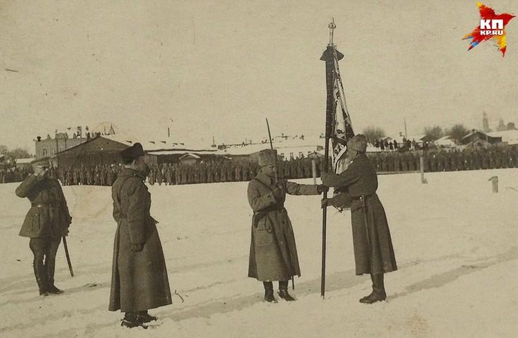 Парад чехословацких войск в Екатеринбурге. Фото: Госархив