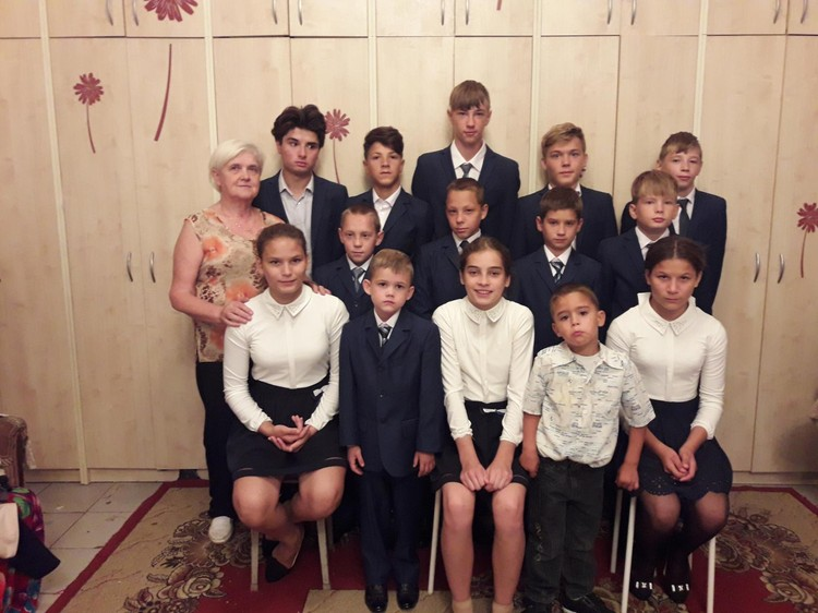 """В семье воспитывается 16 школьников. Фото: страница в """"Одноклассниках"""" Татьяны Сорокиной."""