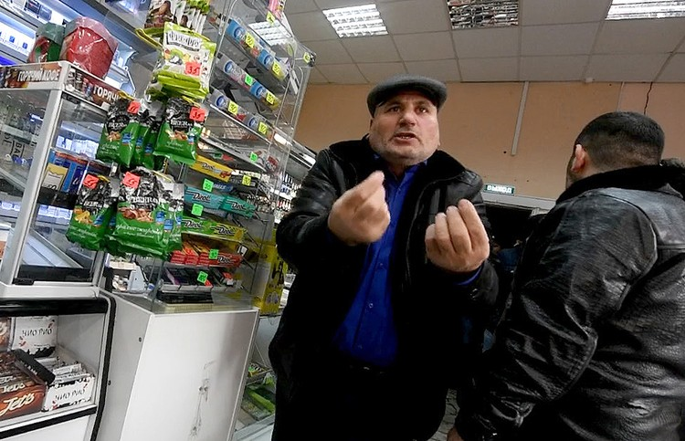 Юрий Юрьевич пытается доказать свою правоту.