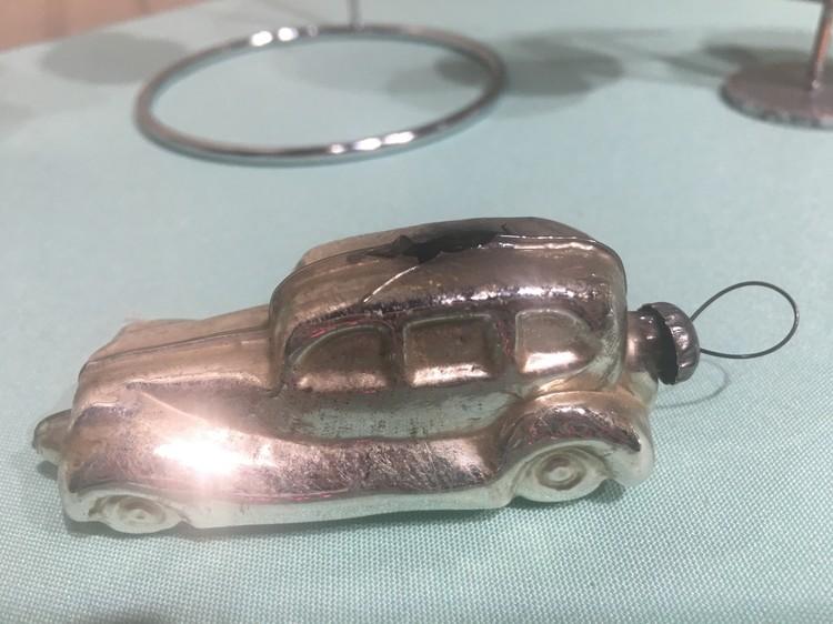 Автомобиль, подозрительно напоминающий Мерседес Штирлица.