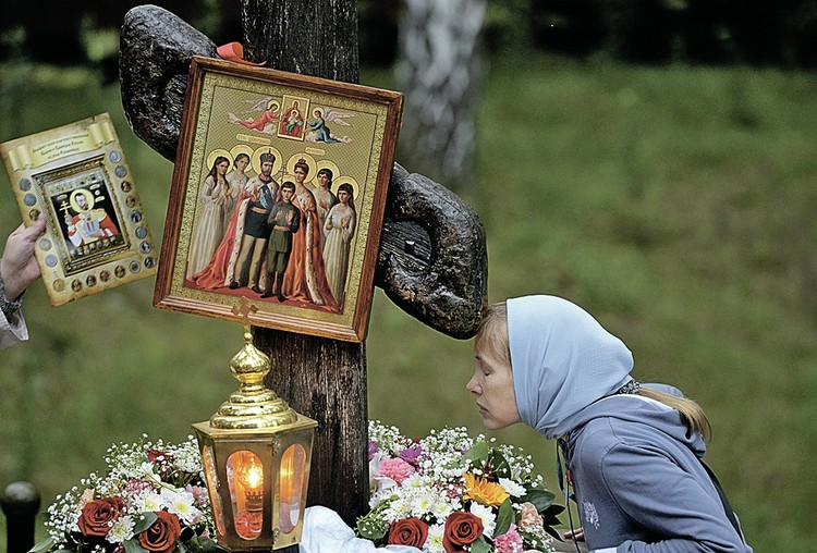 Поклонный крест на Ганиной Яме, где нашли останки Романовых. Фото: Павел ЛИСИЦЫН/РИА Новости