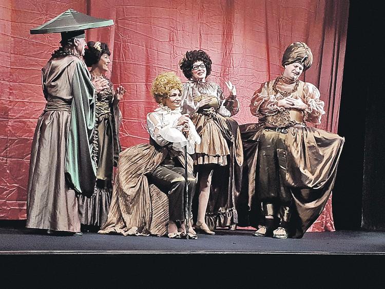 Русский театр Кишинева выступает без декораций. Денег нет.