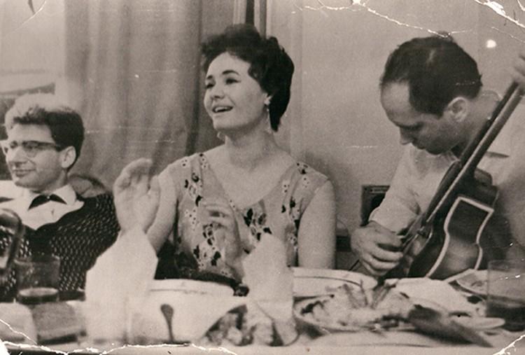 Лидия Кармальская и Владимир Мулявин музицировали в любом дружеском застолье. Фото: личный архив