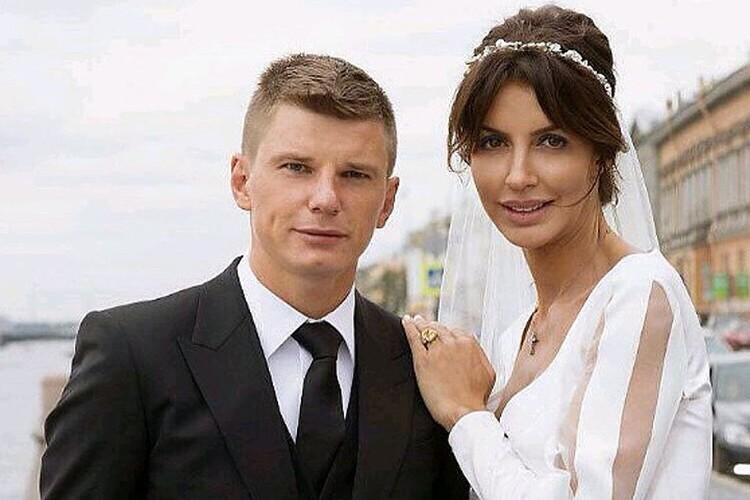 Аршавин и Казьмина расписались в петербургском загсе на Английской набережной