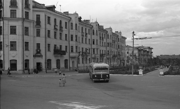 По Заводскому бульвару ходили троллейбусы