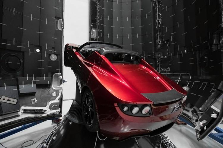 Первый в истории человечества автомобиль, отправленный в космическое путешествие