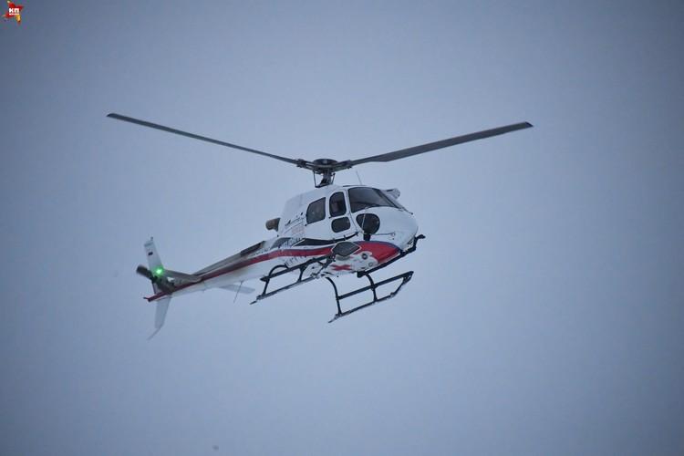 Вертолет над местом падения самолета