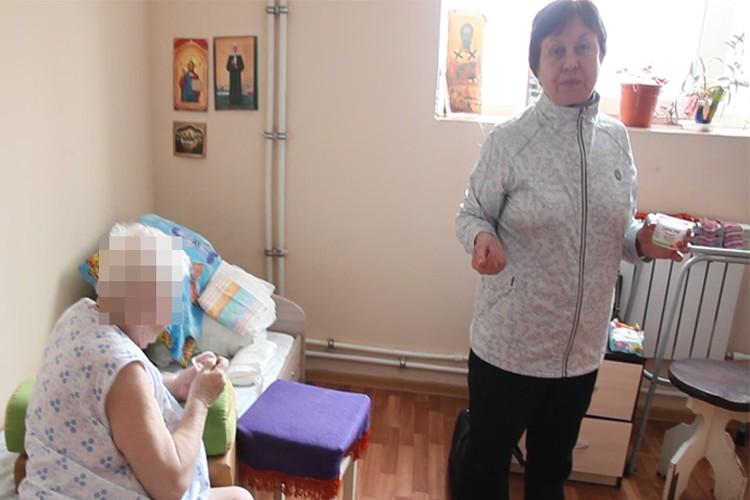 Вера Ильинична приходит навестить маму каждый день