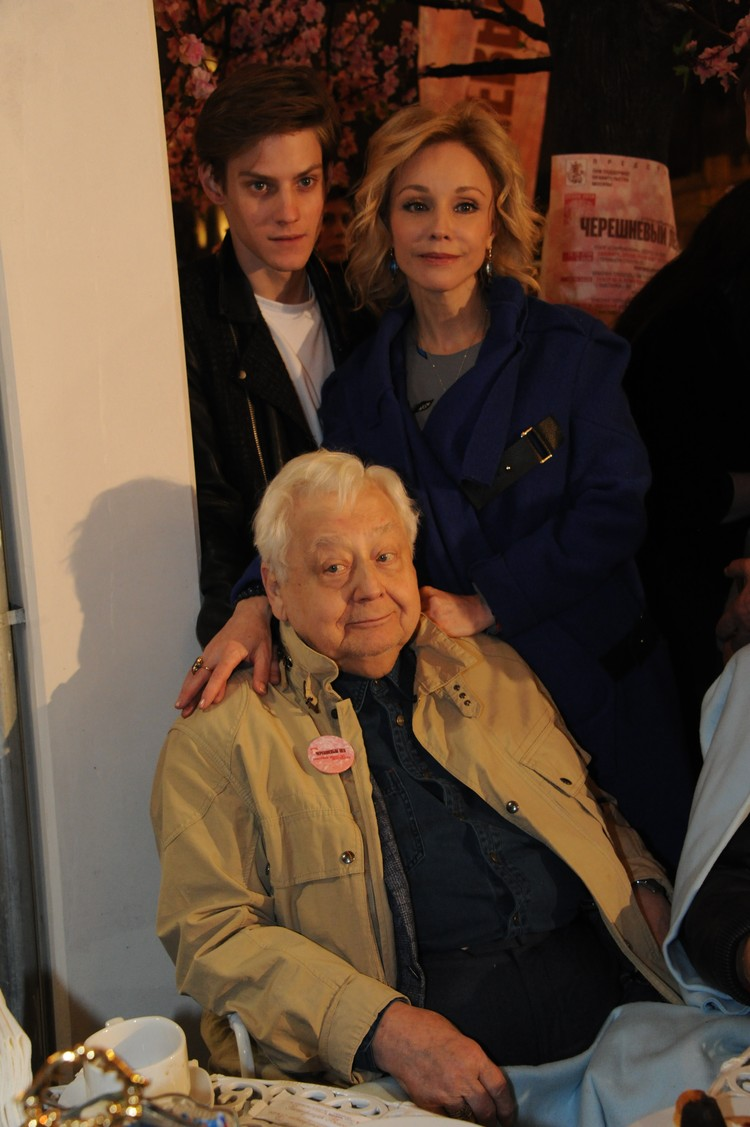 Олег Табаков с женой Мариной Зудиной и сыном Павлом Табаковым