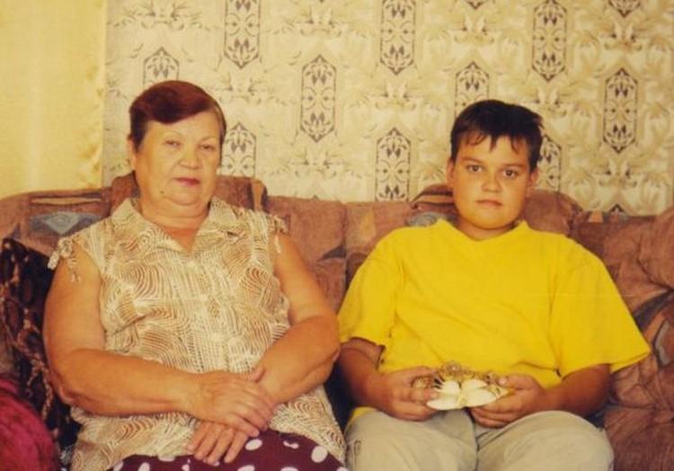 Вороновы: бабушка Галина Сергеевна и внук Егор (фото из архива В. Фефелова).