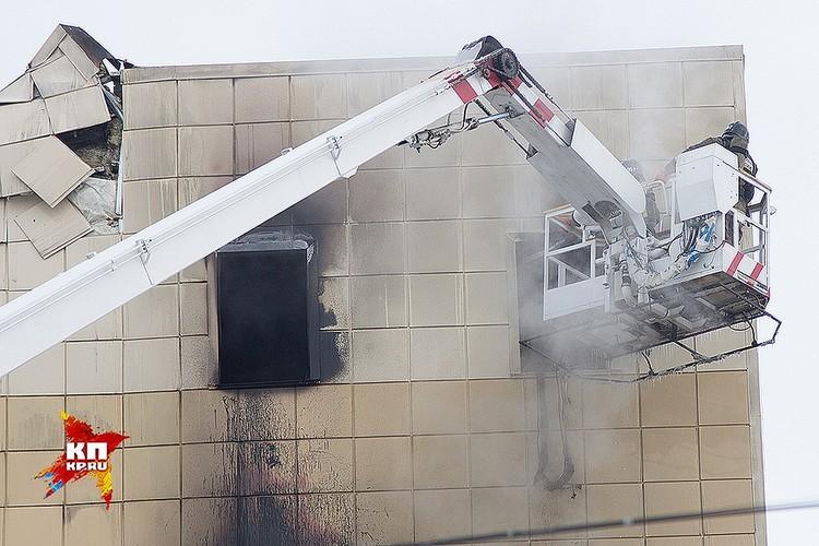 В Кемерове после пожара в торговом центре «Зимняя вишня» пропавшими без вести все еще числятся десятки человек