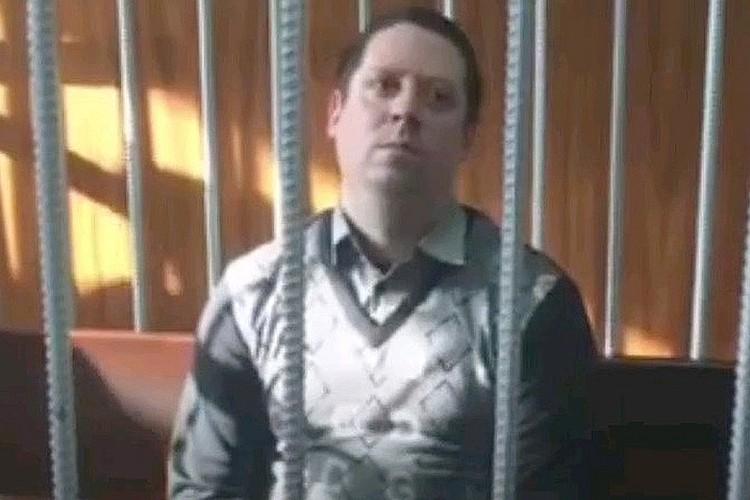 Охранник Сергей Антюшин в помещении суда