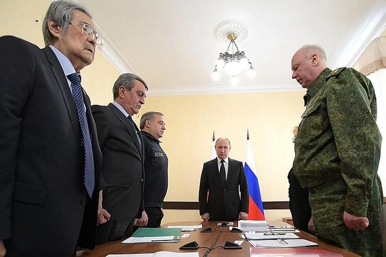Последняя встреча губернатора Тулеева (на снимке крайний слева) с Владимиром Путиным состоялась 27 марта, когда президент прилетел в Кемерово после страшного пожара в торговом центре «Зимняя вишня»