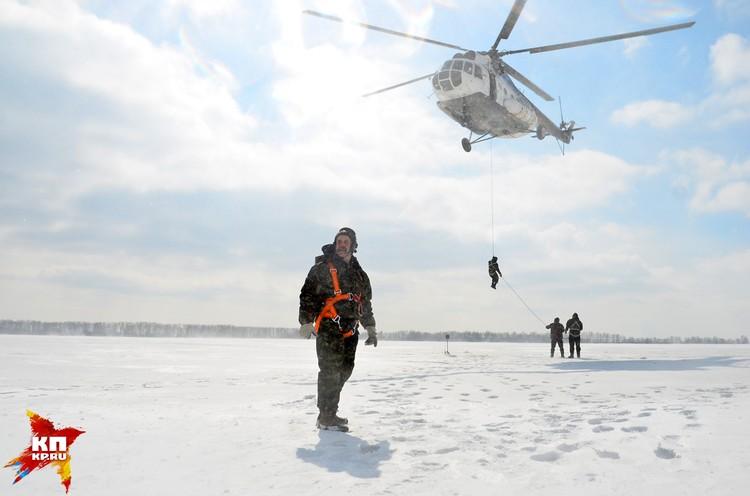 В Мочище прошли учения парашютистов-пожарных