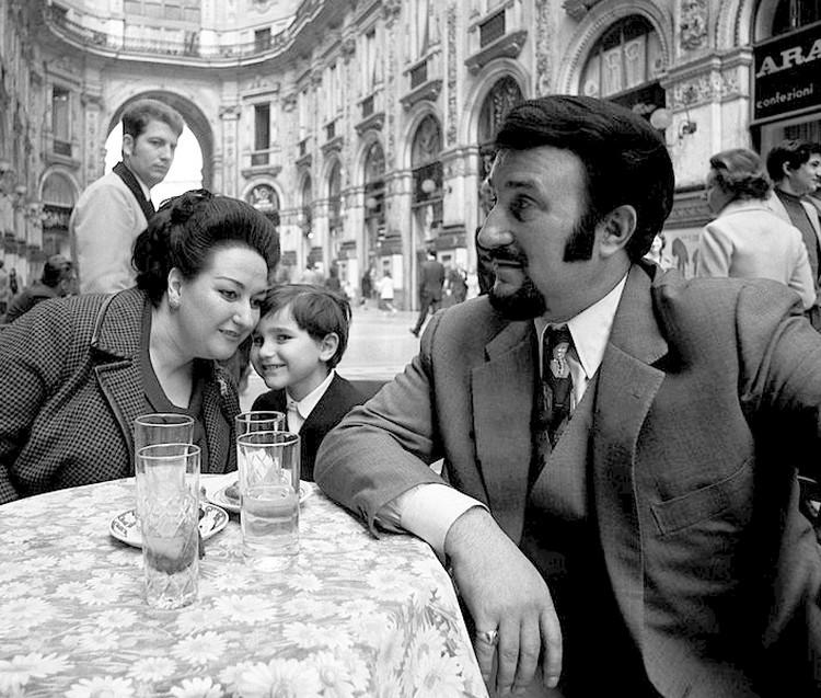 Монтсеррат Кабалье с мужем и сыном в Милане. 1971 год. Фото Википедия.