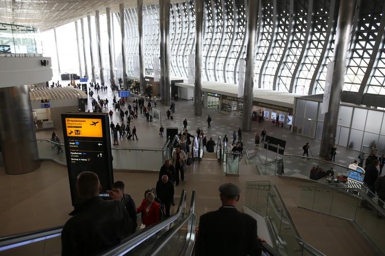 С эскалатора открывается прекрасный вид на весь терминал.
