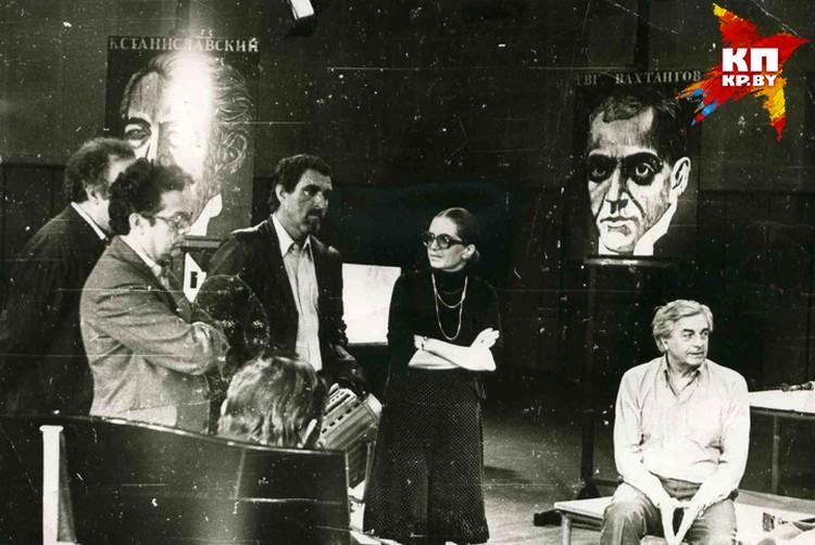 Вера Савина (в центре) сделала единственное на БТ интервью с руководителем театра на Таганке Юрием Любимовым (справа). Фото: архив Веры Савиной