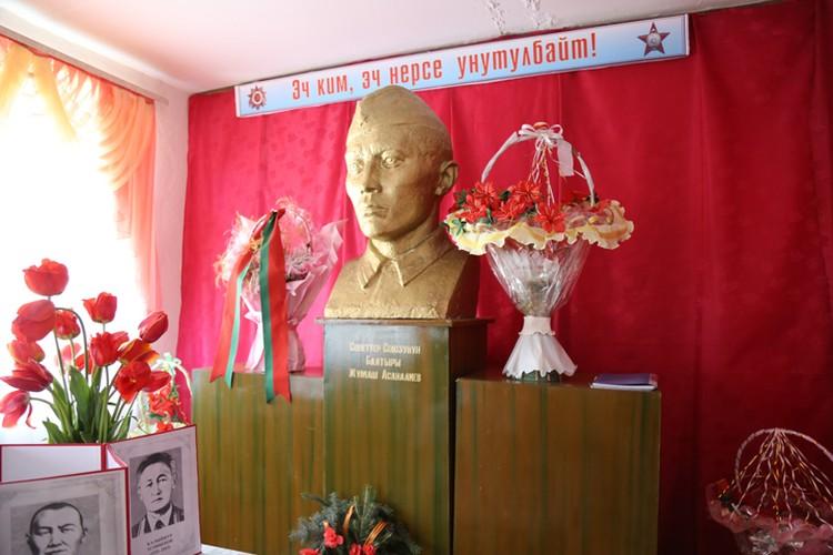 В родном селе Жумаша свято чтут память о Герое.
