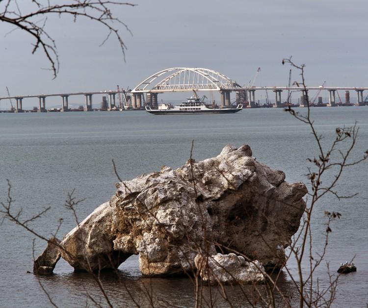 Мост открыли 15 мая, а движение по нему запустили 16 мая.