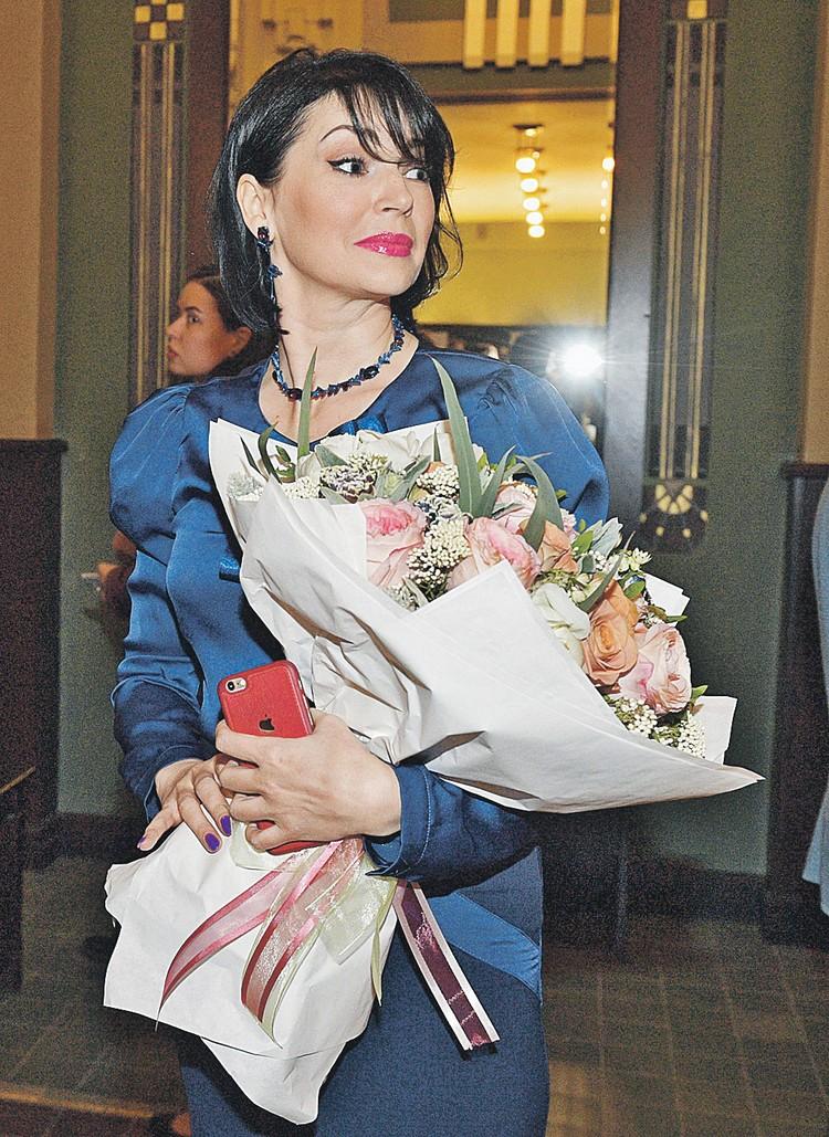 Вдова артиста Юлия на памятном вечере в «Ленкоме».