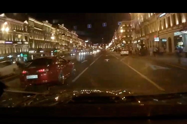 Иномарка гнала по Невскому со скоростью 114 километров в час.