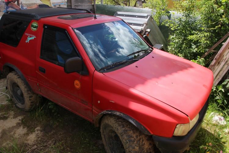 Автомобиль Сергрея Егорова до сих пор стоит во дворе