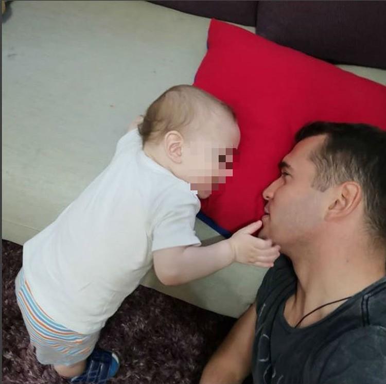 Александр Кержаков один с ребенком Фото: Instagram