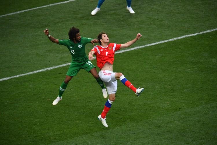 Марио Фернандес в матче против сборной Саудовской Аравии.