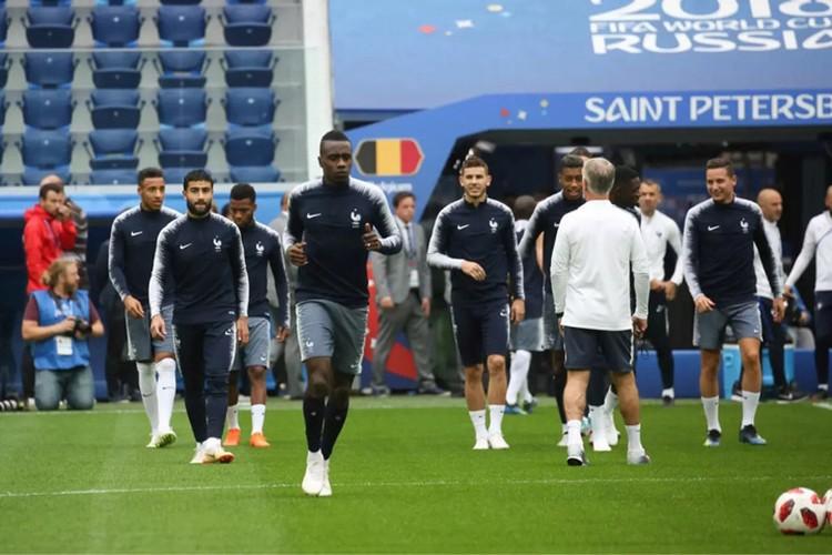 В понедельник, 9 июля, сборная Франции провела тренировку на стадионе в Санкт-Петербурге.