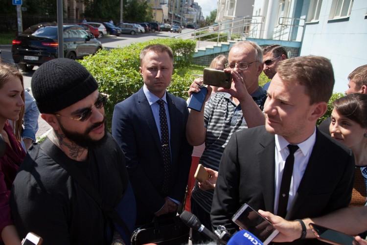 После суда Тимати и Ширман пообщались с журналистами.