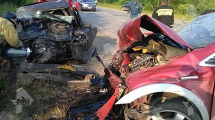 """Два автомобиля столкнулись лоб в лоб. Фото: vk.com, """"Регин 42"""""""