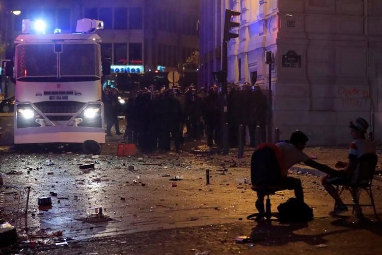 Полиции пришлось применить силу, чтобы успокоить хулиганов