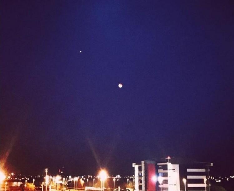 Противостояние Луны и Марса над австралийским Брисбеном