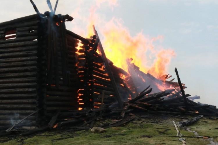 Местные надеются, что церковь можно будет восстановить Фото: ГУ МЧС Республики Карелия