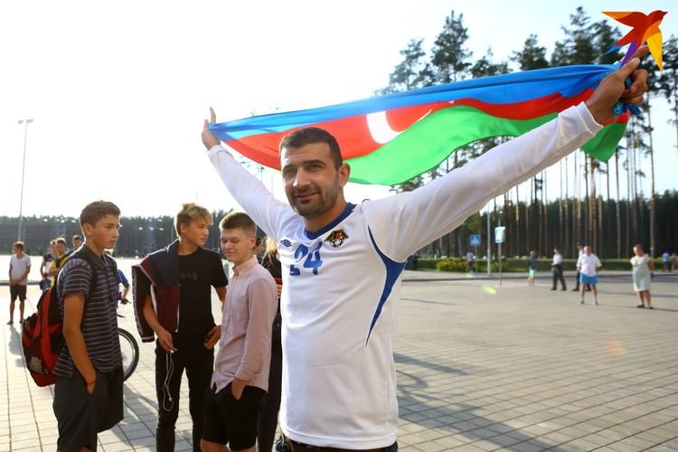 Фанаты Карабаха встречали футболистов с национальными флагами