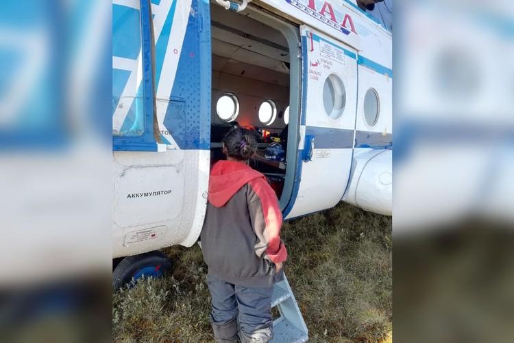 Ее доставили в больницу на вертолете. Фото СУ СК РФ по ЯНАО
