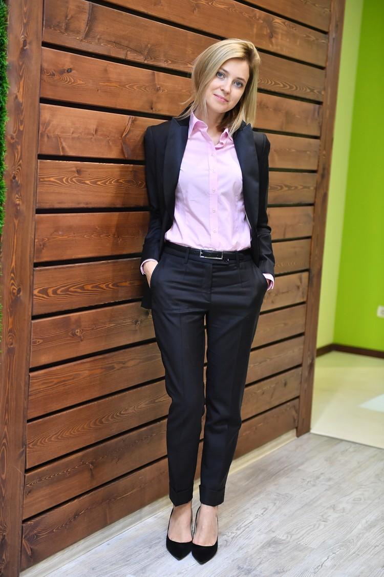 Наталья Поклонская очень стройна и красива.