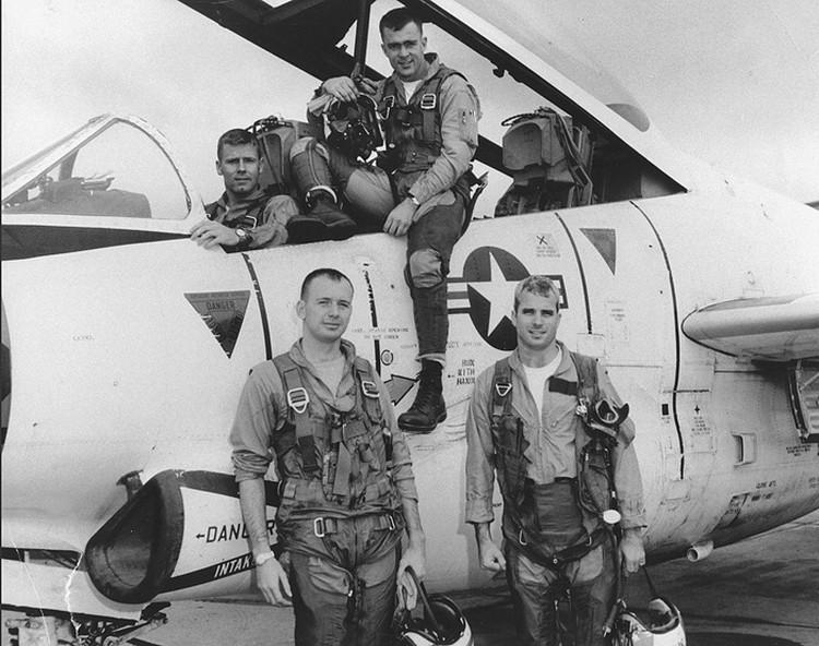 Довелось ему и лично повоевать против СССР и его союзников – во Вьетнаме