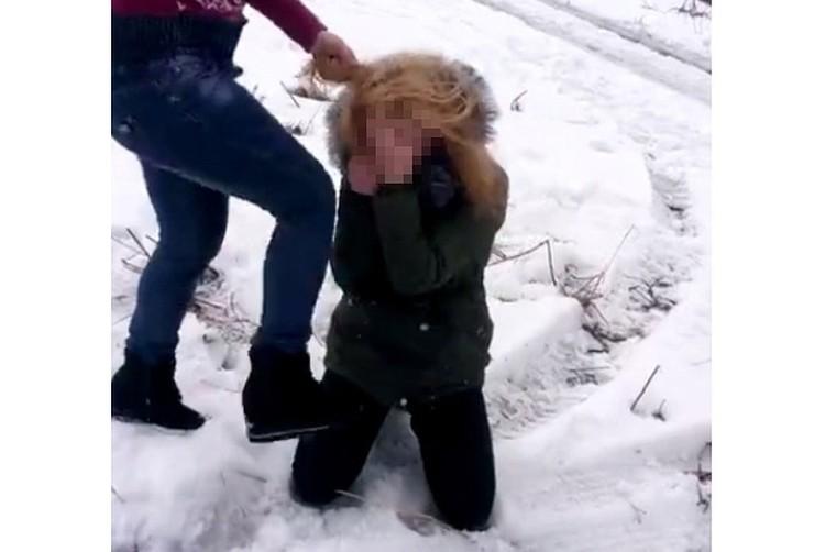 В Волгоградской области школьниц после драки поставили на учет в полиции