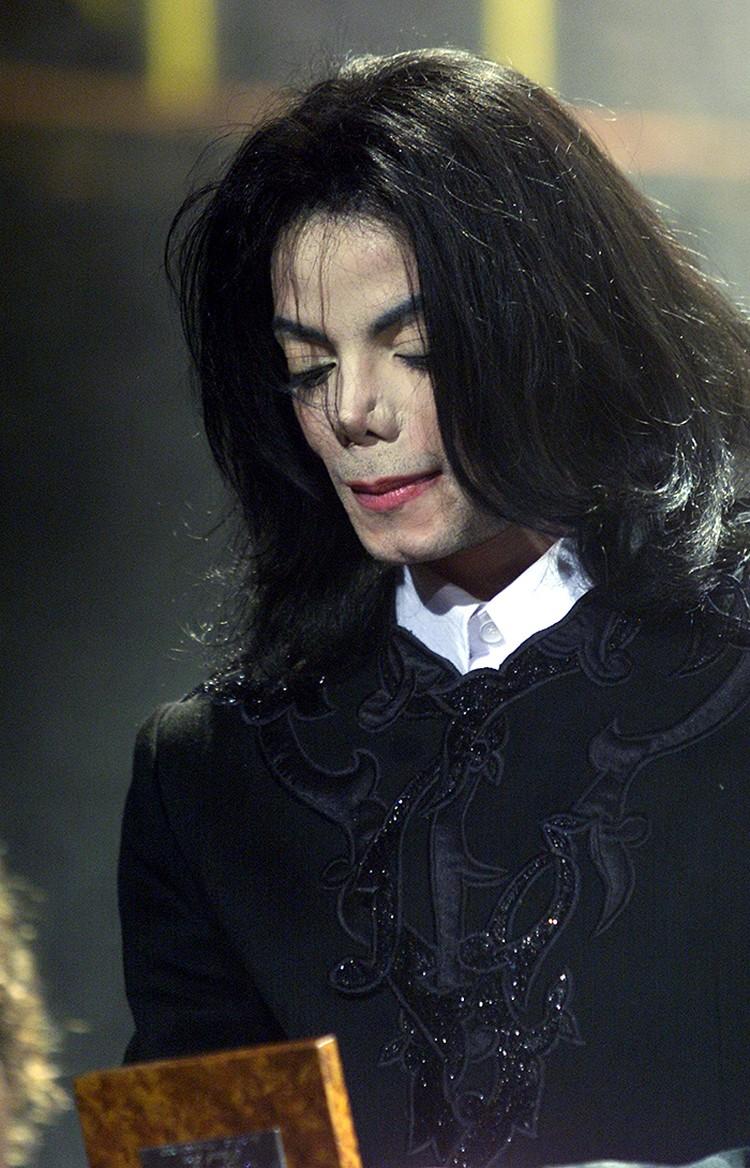В последние двадцать лет жизни Майкл Джексон выглядел не просто скандальной поп-звездой, а откровенным фриком