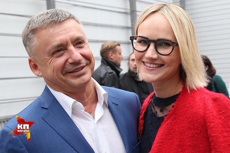 Антон Табаков с женой Анжеликой.