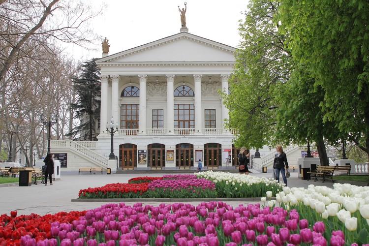 Севастопольцы радуются, что скверы и парки становятся красивее и ухоженнее. Фото: sevastopol.gov.ru