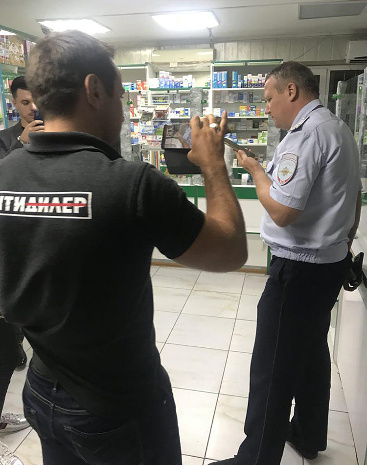 """Все рейды """"Антидилера"""" по аптекам заканчиваются вызовом полиции"""